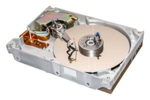 Odzyskiwanie danych z nośnika danych darmowy program, płatny program a fachowy serwis.